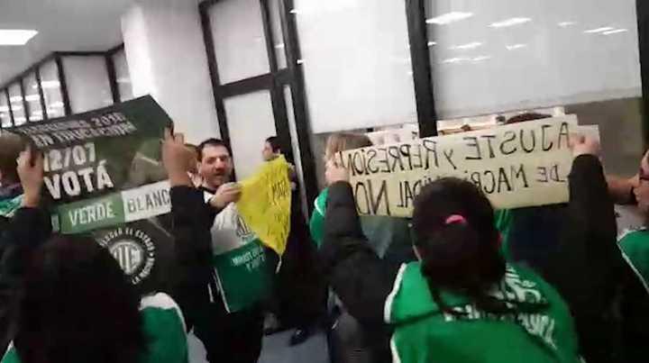 Escrache de ATE contra Sanchez Zinny en el INET
