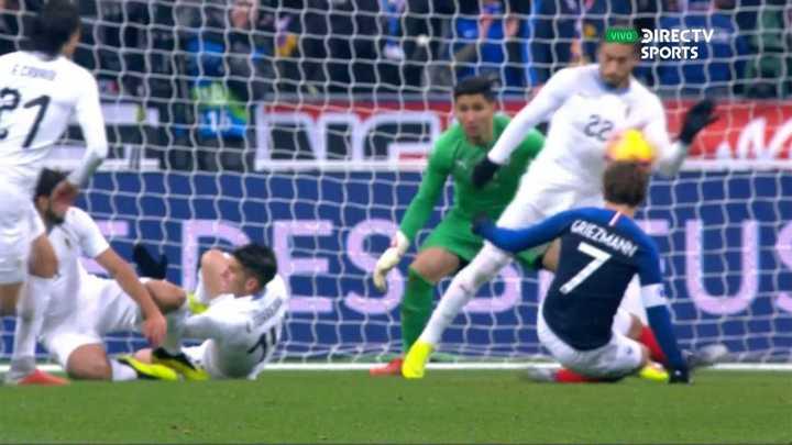 Penal y gol de Olivier Giroud para poner a Francia en ventaja