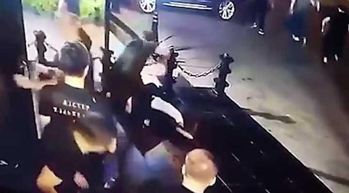 Brutal golpiza a un luchador de MMA