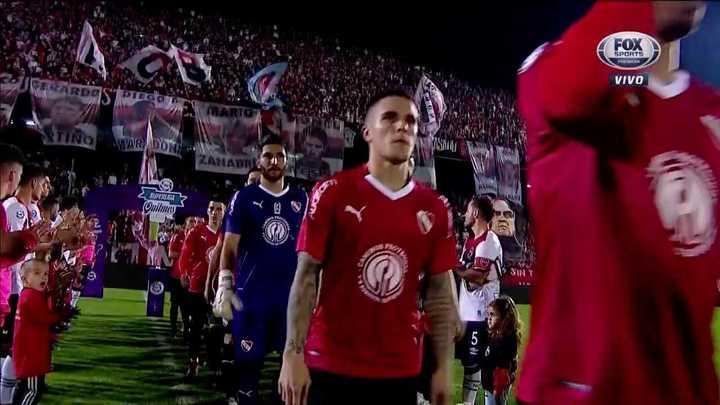 Gran recibimiento para Independiente: los jugadores de Newell's formaron un túnel y los aplaudieron
