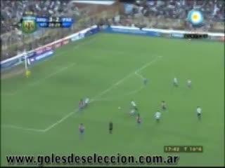 El gol de Enzo Pérez en el amistoso entre Argentina y Paraguay en 2011.