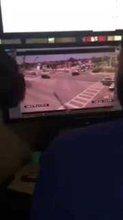 Una cámara de video captó el derrumbe del puente.