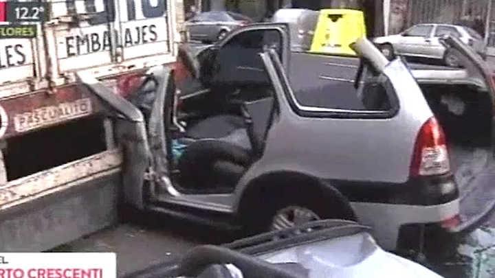 Crescenti: no hay víctimas de gravedad en el choque de un auto y un camión de mudanzas en Flores