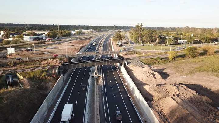 El puente de la Ruta 5 visto desde un drone