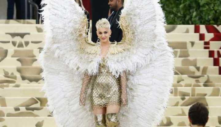 Vírgenes, ángeles y papisas en célebre gala del MET