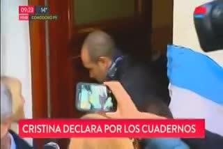 Cristina Kirchner abandona su domicilio en Recoleta rumbo a los tribunales de Comodoro Py