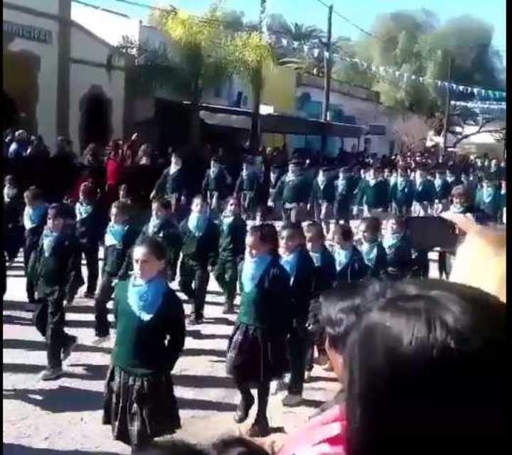 Desfile de alumnos contra el aborto