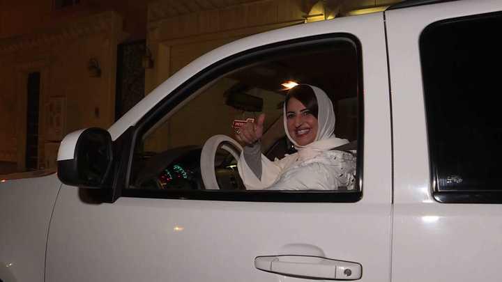 Día histórico: así fue el emocionante debut de las mujeres saudíes que desde hoy pueden conducir