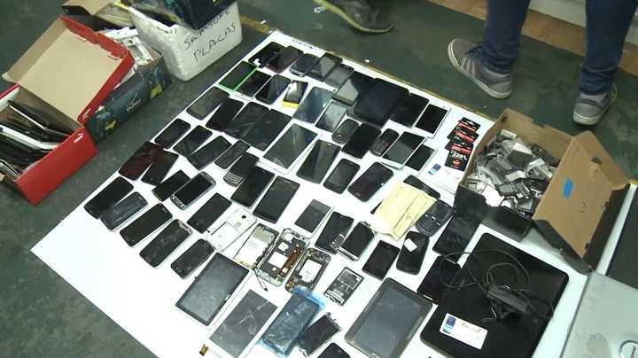 Allanamiento en Once por celulares robados