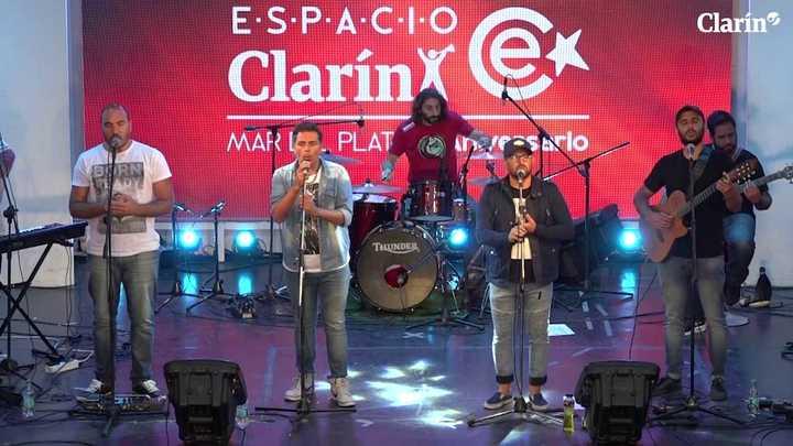 Los Chakras y Jorge Vázquez en Espacio Clarín