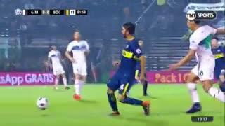Cristian Pavón recibió una fuerte falta de entrada. (TNT Sports)