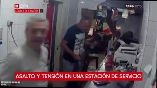 Roban una estación de servicio en Lomas de Zamora