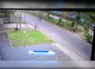 Las cámaras registraron al cuñado de la enfermera abandonando a su hija.