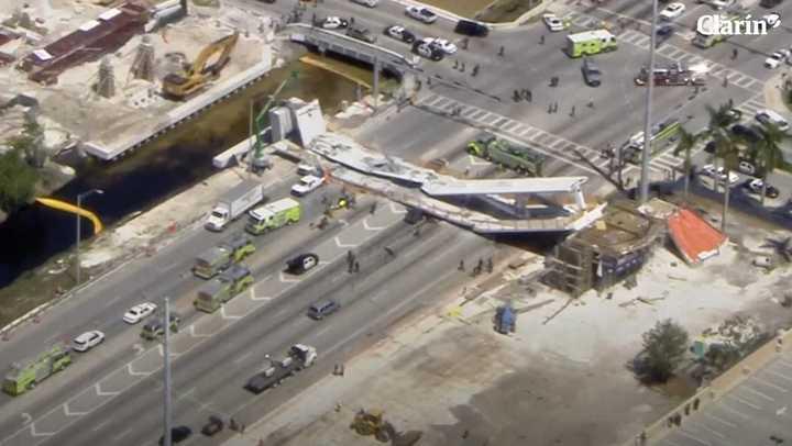 Se derrumbó un puente peatonal de la Universidad Internacional de Florida en Miami