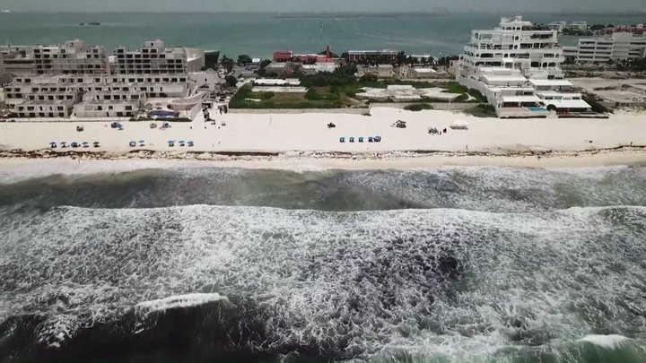 Cancún y Playa del Carmen sufren el sargazo, una impresionante invasión de algas