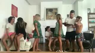 Juanita Tinelli, bailando con Florencia Peña y su familia