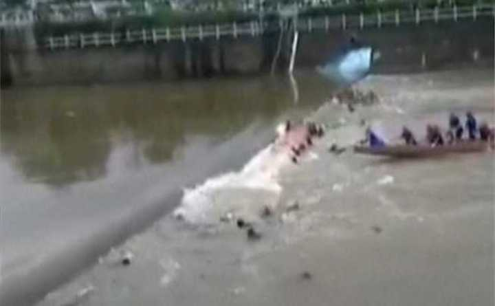 Video muestra accidente mortal de barcos dragón en sur de China