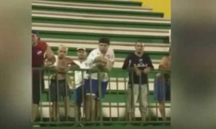 Los gestos de los hinchas de Nacional a los de Chapecoense.