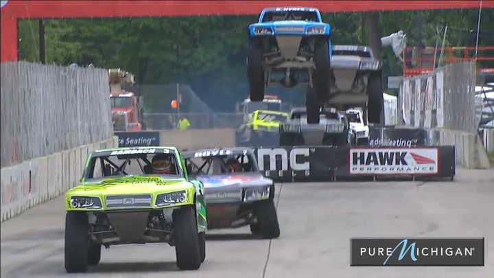 Speed Super Truck, la carrera en donde las camionetas vuelan y doblan en tres ruedas. (Primera vuelta)