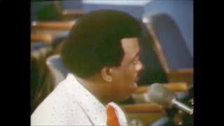 "Aretha Franklin interpreta ""Amazing Grace""."