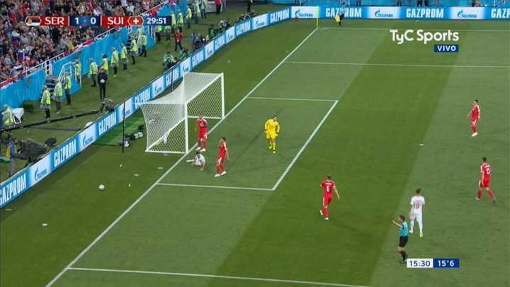 Serbia 1 - Suiza 0 - Remate desde afuera de Serbia - Mundial Rusia 2018