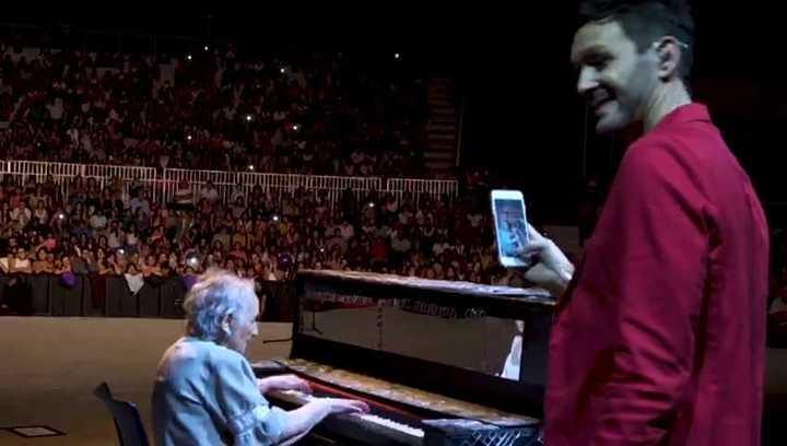 Axel le cumplió el sueño a Perlita, una pianista de 91 años de Villa Mercedes.