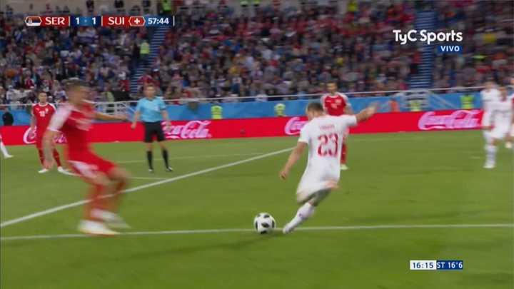 Serbia 1 - Suiza 1 - Chance de Serbia (remate al palo) - Mundial Rusia 2018