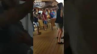 Carnival Legend: enfrentamientos violentos cerca del bar