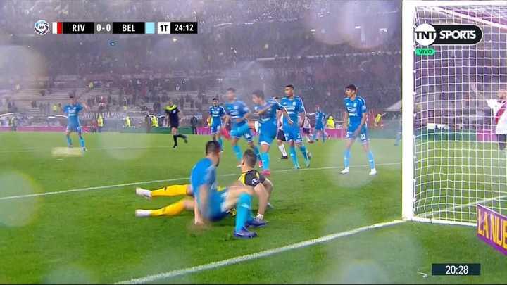 Belgrano casi convierte gol en contra