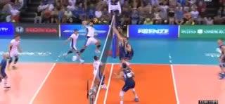La polémica jugada del tercer set entre Argentina e Italia