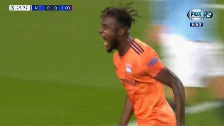 Cornet marcó el primero del Lyon frente al Manchester City