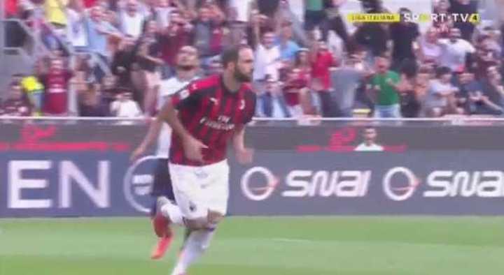 Golazo de Higuaín para poner en ventaja al Milan