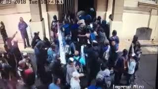 Otro video de las cámaras de seguridad del ministerio en La Plata