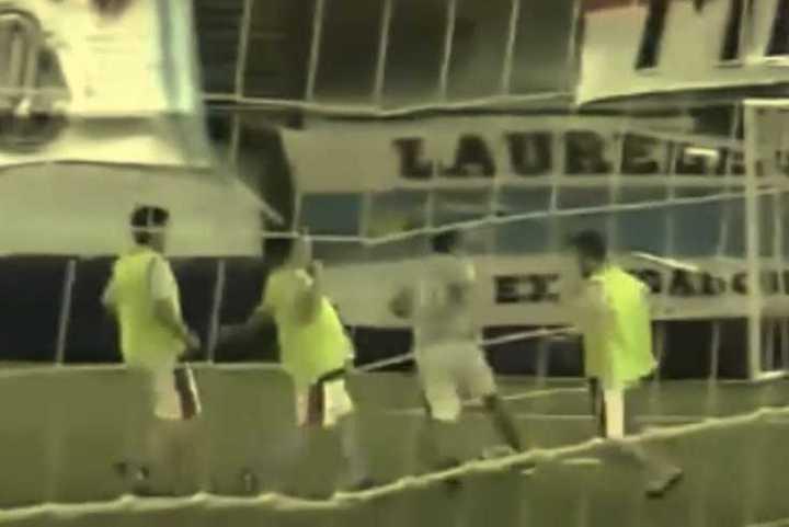 Lujo y  gol del Muñeco Gallardo en el partido a beneficio