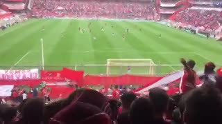 """Un hincha de Independiente llevó a su caniche a la cancha""."
