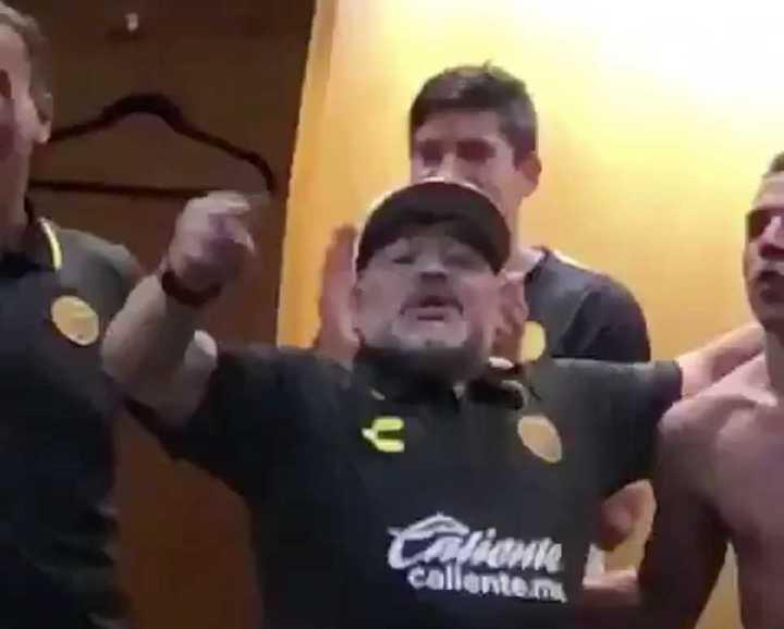 El festejo de Maradona en el vestuario de Dorados