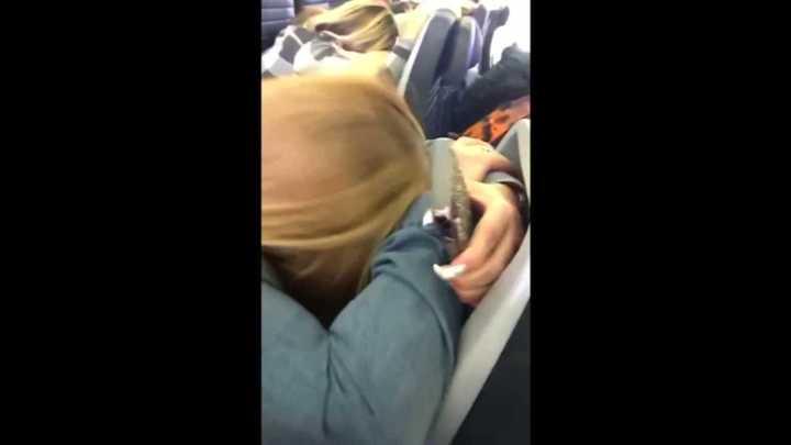 La reacción de los pasajeros del vuelo de United que perdió parte de un motor en vuelo