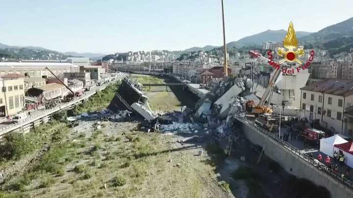 El puente de Génova, un día después del colapso, visto desde un drone