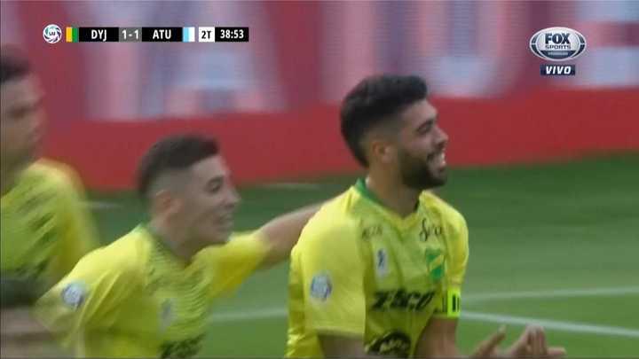 Alexander Barboza empató el partido de penal