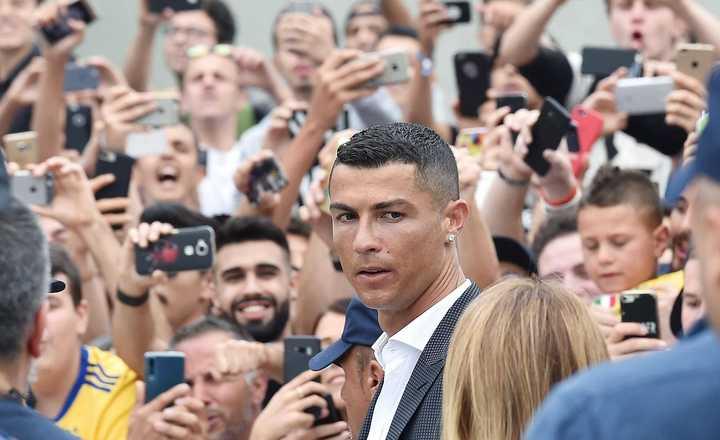 Delirio por Cristiano Ronaldo en Turín: Así lo recibieron los hinchas de la Juventus