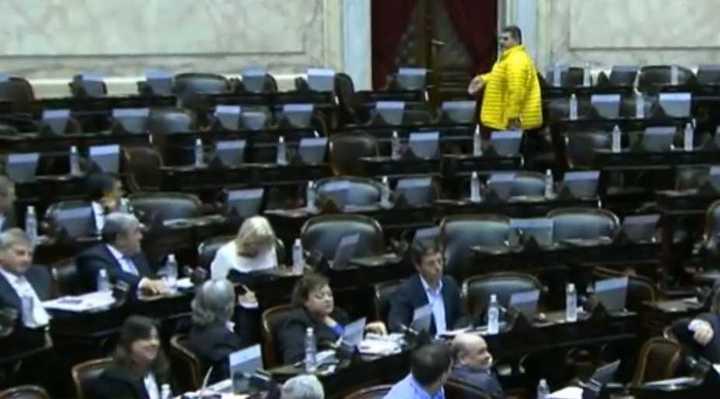 Diputados insultan a Alfredo Olmedo tras el fracaso de la sesión especial por tarifas.