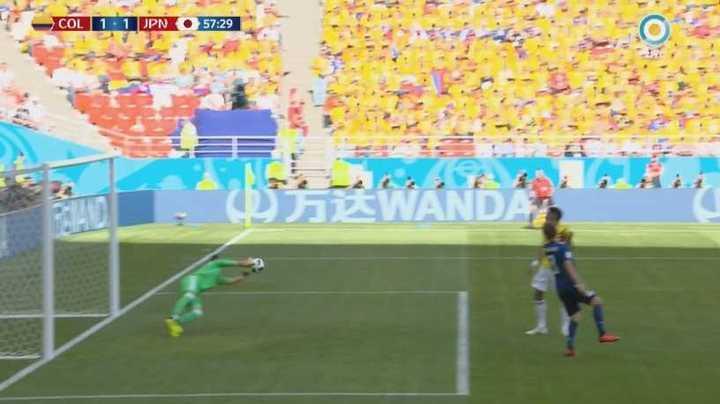 Ospina tapó una pelota impresionante