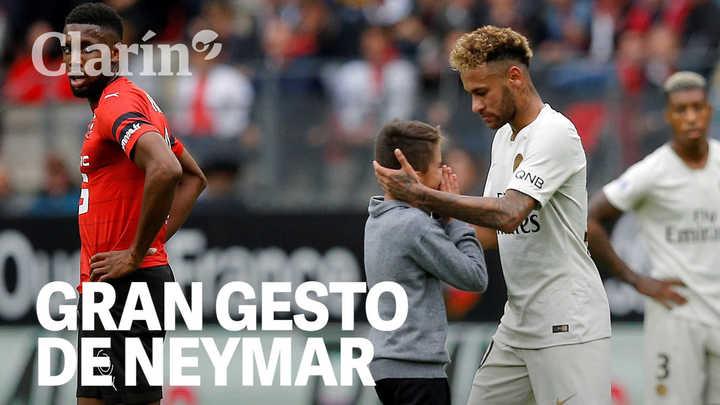 Gran gesto de Neymar: un nene entró a la cancha para verlo y el crack brasileño le regaló su camiseta