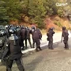 Enfrentamientos entre fuerzas federales y los mapuches en el hotel tomado en Villa Mascardi