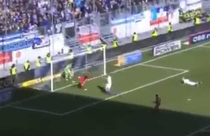 El increíble gol que le hicieron a un arquero en la segunda división de Alemania.