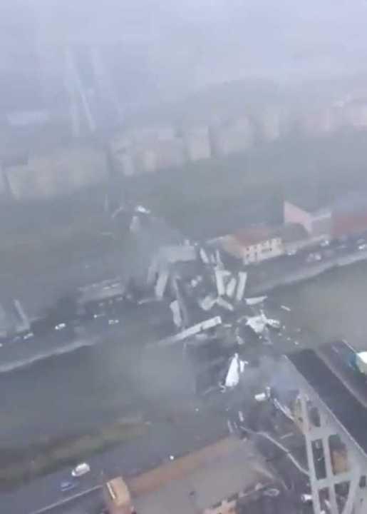 Imágenes del puente de Génova desde un helicóptero