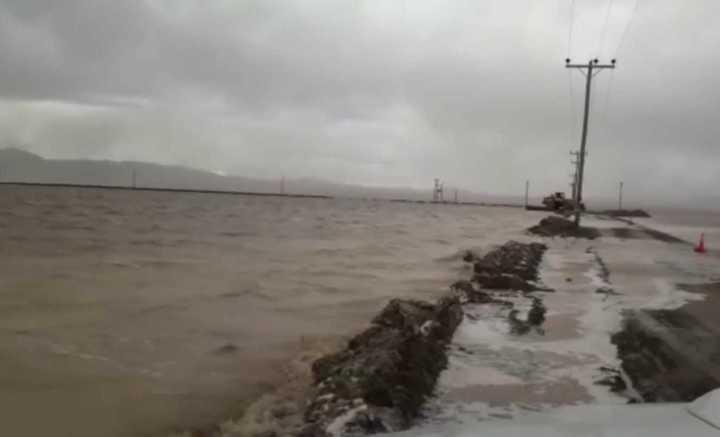 Por las lluvias, las Salinas Grandes quedaron bajo el agua
