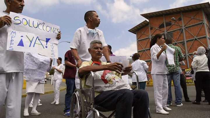 Pacientes y médicos venezolanos protestan por falta de medicinas