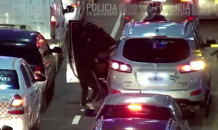 Robo piraña: cuatro detenidos por atacar a un hombre en la Avenida 9 de julio