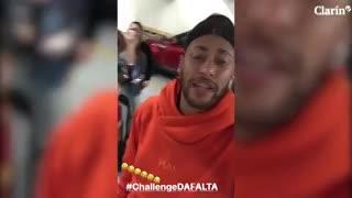 Neymar se ríe de sí y se suma a las burlas